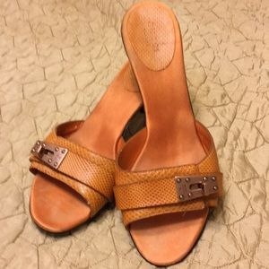 Leather Gucci hills,size 7 1/2.